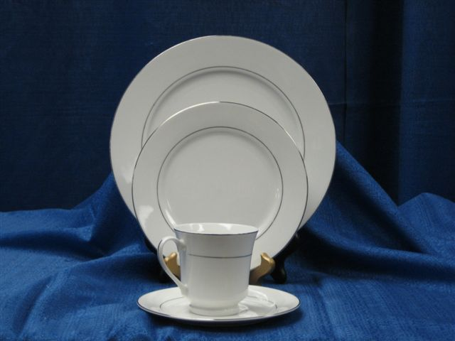 White China Silver Rim Dinner Plate (10 1/2'')